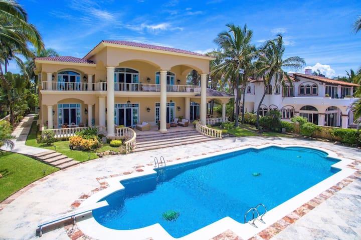 "Luxury Beachfront Villa ""Casamar"""