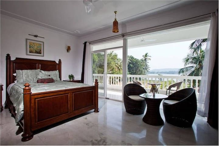 Comfy group stay in a Boutique Property - Morjim - Boutique-hotelli