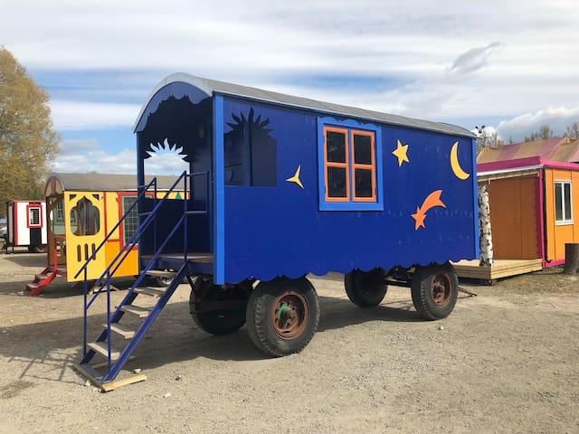 Grand Circus Hotel - The Magician's Wagon