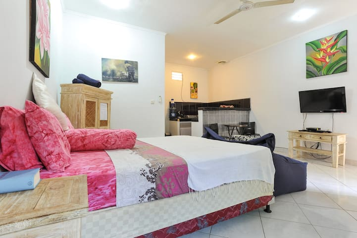 Rumah Lima Studio Apartment - self catering-pool - Sanur, Denpasar - Apartament