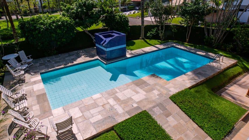 Casa alto padrão condomínio Jardim Acapulco