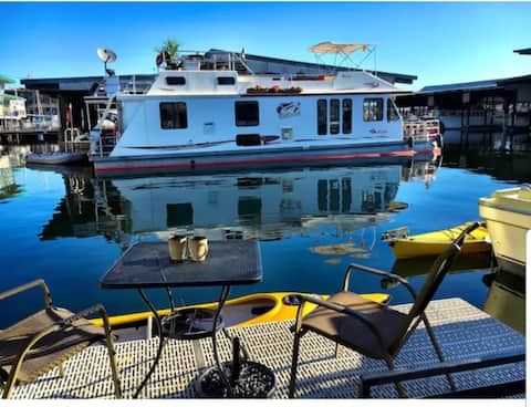 Modern houseboat in Seattle