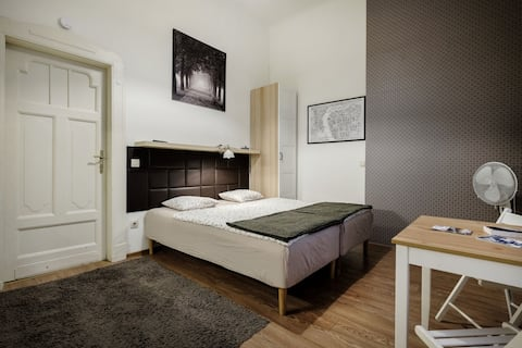 """Studio apt. in the cultural heart of the city -""""B"""""""