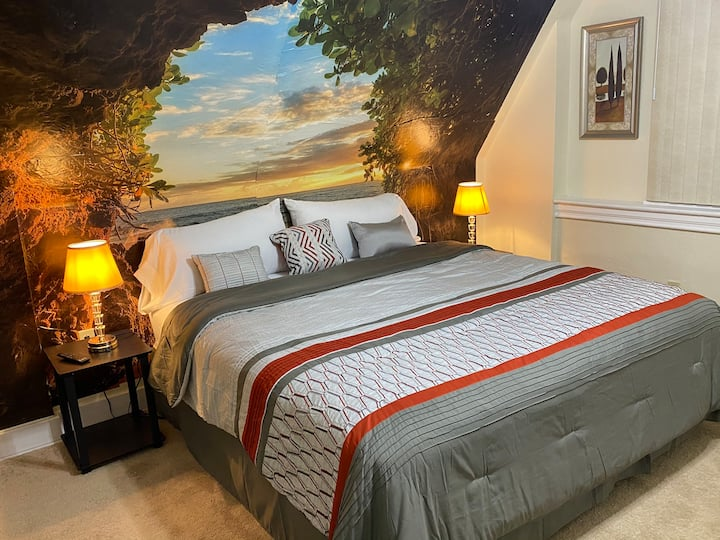 Exquisite Super Cozy Smart 1 Private bath King Bed