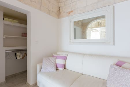 Ostuni Shabby Chic White Home with sea view - オストゥーニ