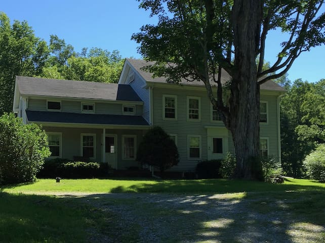 Family friendly farmhouse in the Berkshires w pool