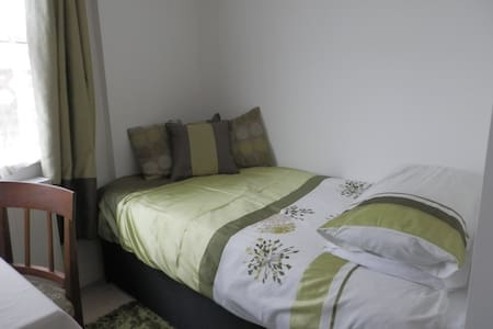 Single room e-s, in friendly home on the outskirts