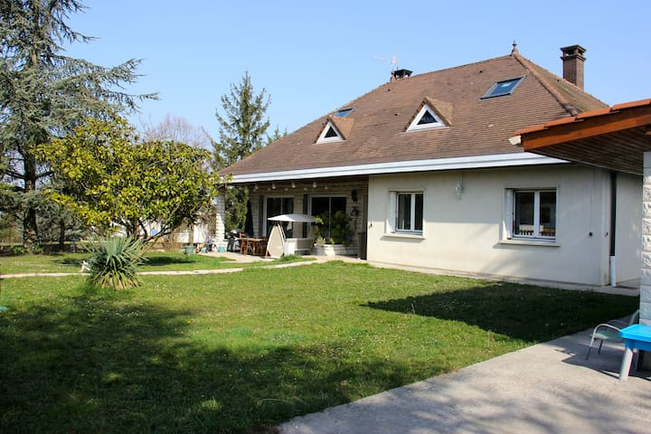Close to Lyon, Charming House+pool - Pusignan