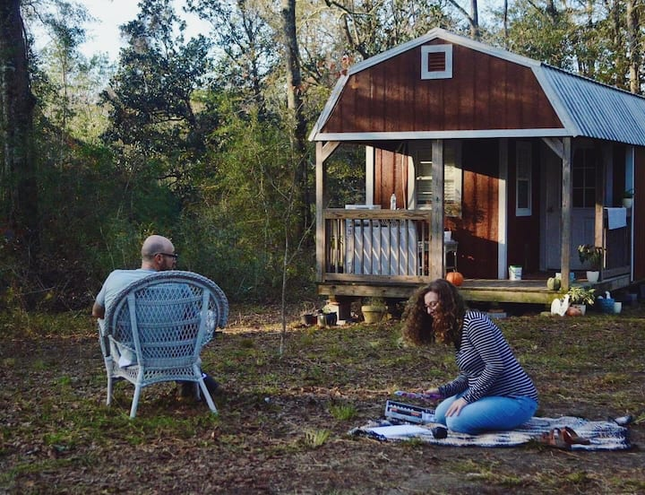 Artistic Tiny Home In The Woods: Hour to The Beach