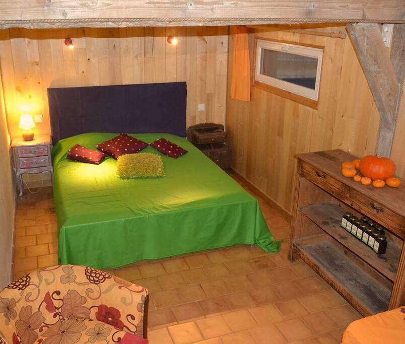 la ferme de cagnolle la datcha chambres d 39 h tes louer saint amand de belv s aquitaine. Black Bedroom Furniture Sets. Home Design Ideas