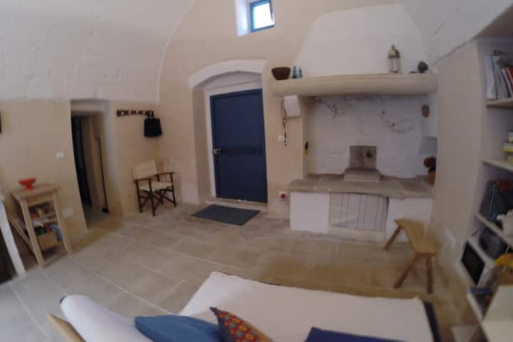 Casa Agapanto *lovely vaulted house in Salento*