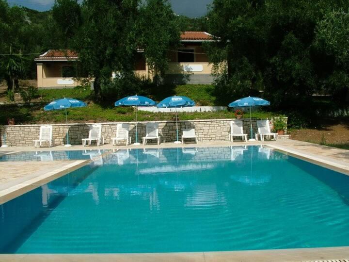 villa stefanos with pool in Glyfa