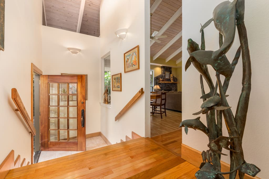 Walking thru the front door you will be amazed with the high vaulted ceilings and Hawaiian art