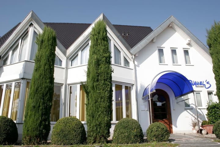 Art Basel,Mulhouse-Freiburg-25 km - Neuenburg - Bed & Breakfast