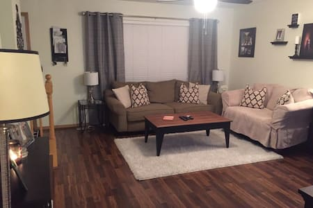 Cute entire home, for private BR only see listing - Bloomington - Pis