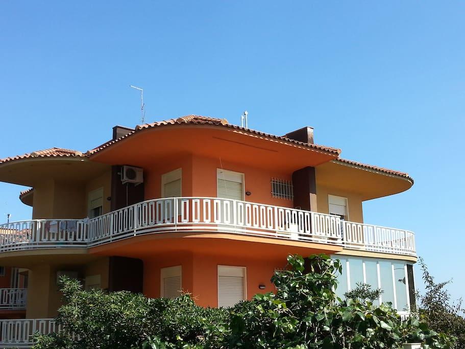 Casa vacanze aci trezza appartamenti in affitto a aci for Casa vacanze milano