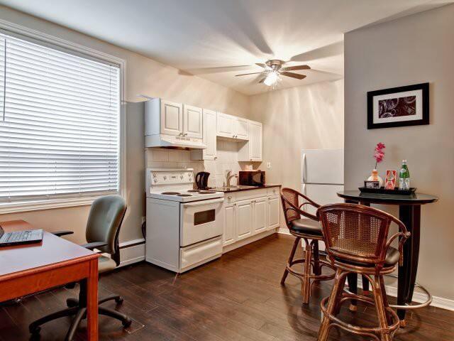 Studio Apartment 4 - Oshawa - Apartemen