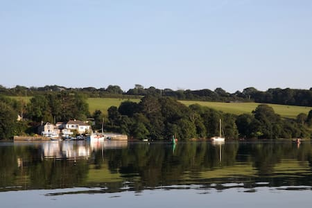 Holiday house beside Helford River. - Helston - Hus