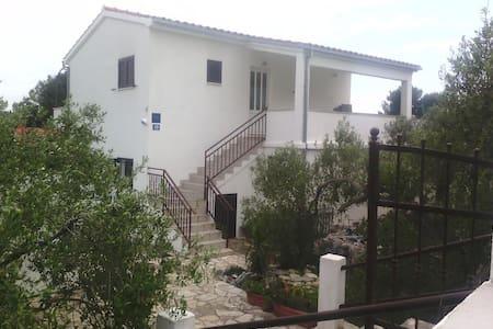 Apartment Oliva A3 (2+1 pers)  - Island Solta,Cro - Maslinica - Apartmen