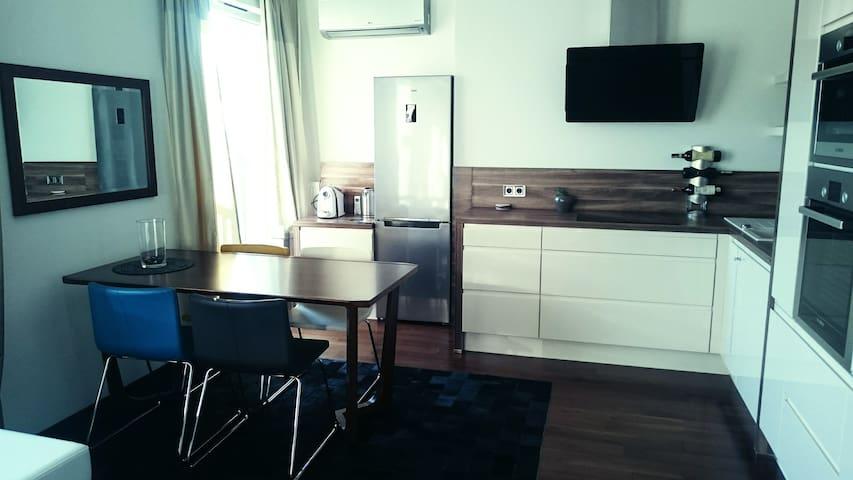 Nowoczesny apartament dla wymagających, garaż - Warszawa