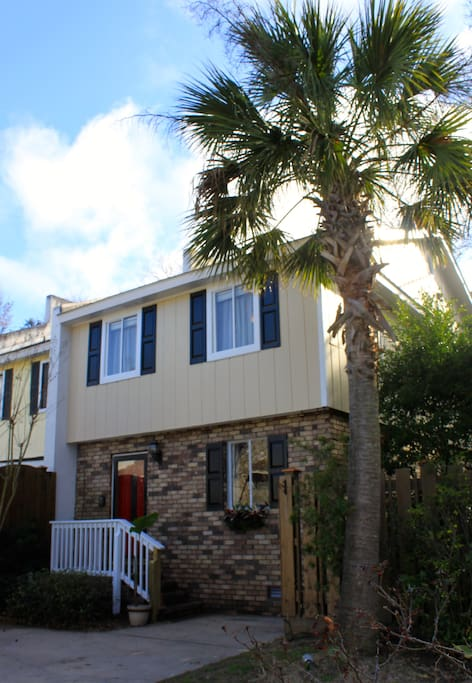 Pretty Townhouse within walking distance to the beach - 20 minute walk/ 10 minute bike ride and 3 minute drive