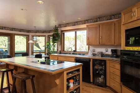 South Portland Wine Country Home - Tigard - House