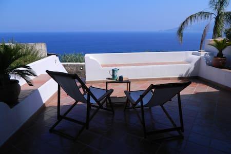 EOLIE: SALINA, ISLAND OF DREAMS - Santa Marina Salina - Talo