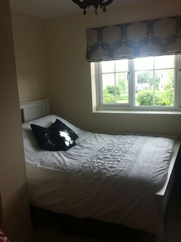 Clean, comfortable & furnished room - Soham - Hus