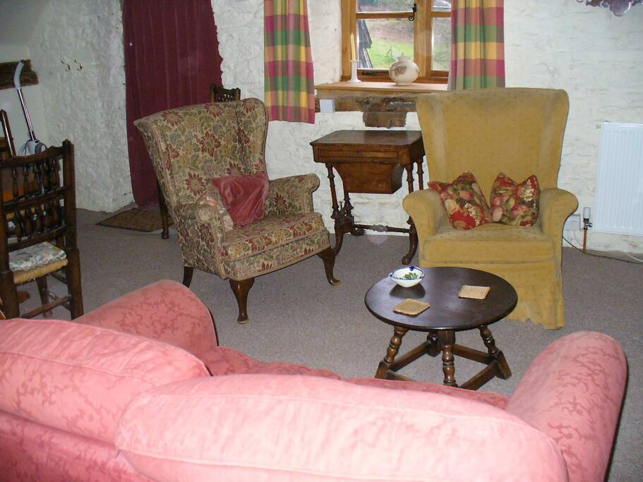 the sitting area which has an electric stove a tv and a dvd player