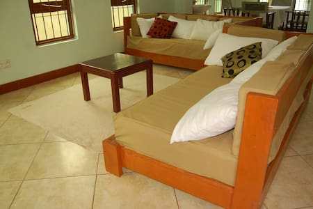 Ngorongoro Villa and Restaurant - Rumah