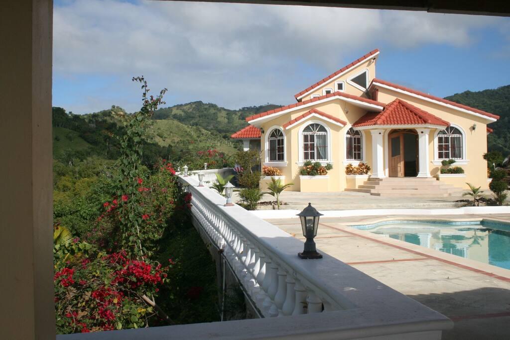 Mountain view villa villas en alquiler en santiago de for Ciudad santiago villas