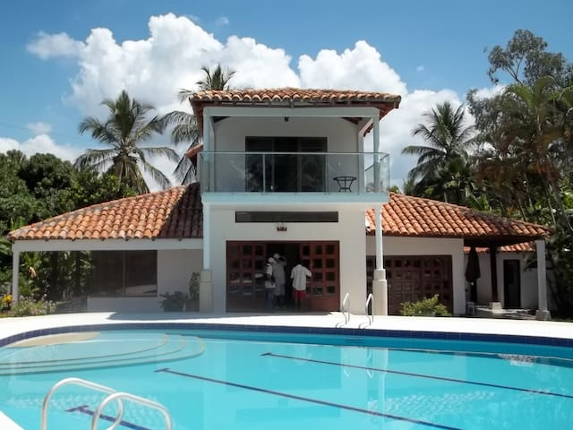 BEAUTIFUL HOUSE ,GIRARDOT- COLOMBIA