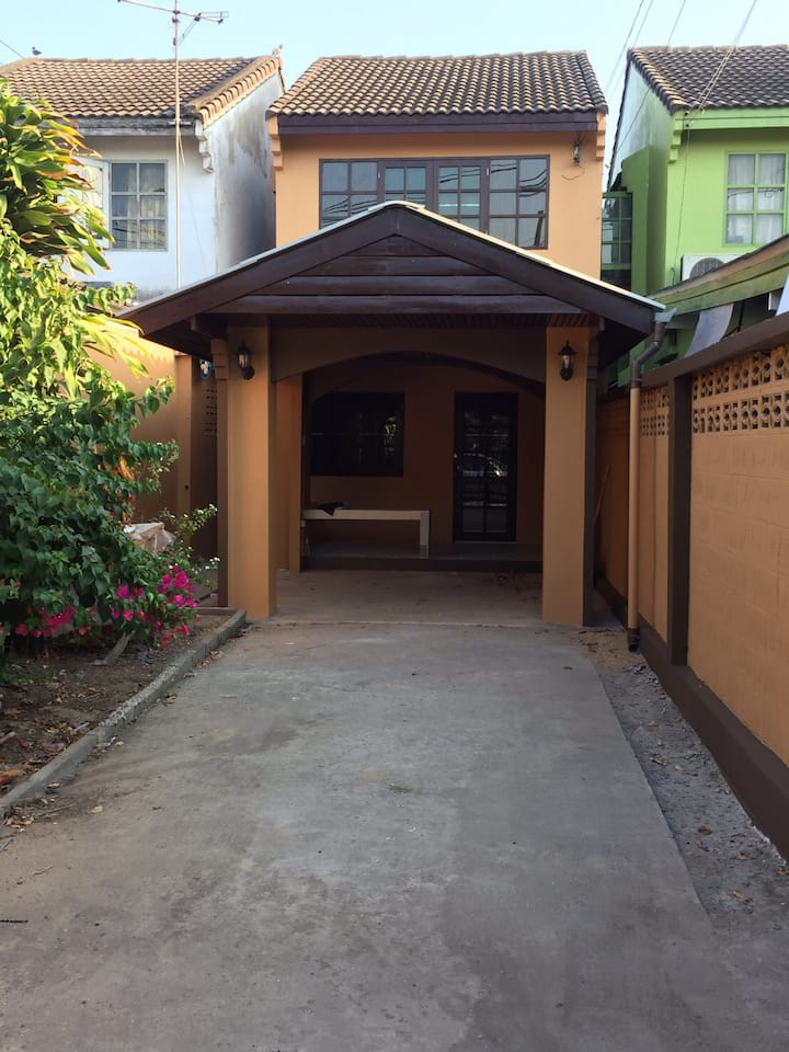 2 story townhouse in Bangkae
