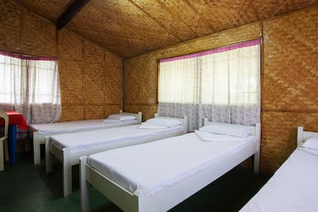 ☆Native Room A- 4pax.Beach 2min!☆ - Island Garden City of Samal - Bed & Breakfast