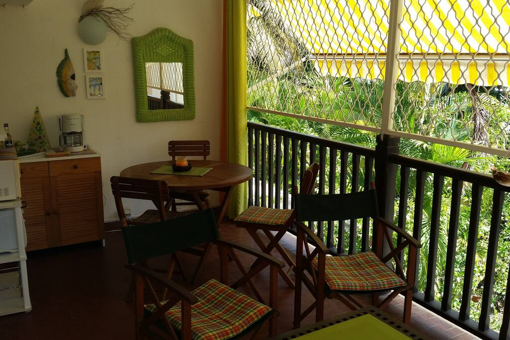 Studio dans jardin tropical apartments for rent in saint for Jardin tropical guadeloupe