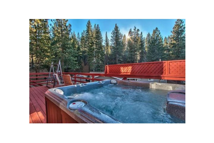 Heavenly Ski Chalet-HotTub-Sleeps10 - Kingsbury - Huis