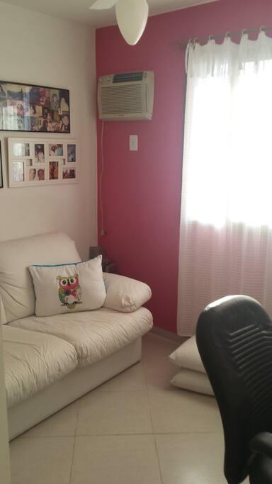 Escritório com sofá cama de casal