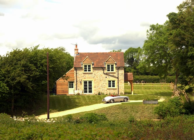 Peaceful, scenic, cosy cottage near Wells