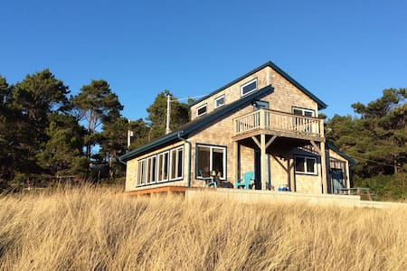 Sunny Peaceful Ocean Cottage - Florens - Hus