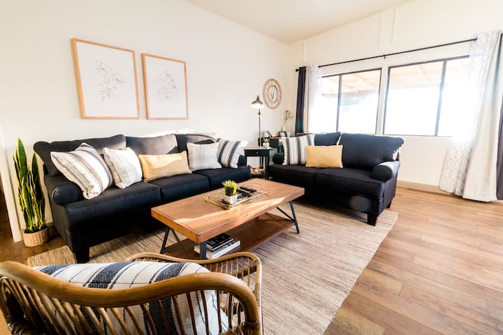NEW!! ADORABLY CHIC! 4BD/2BH OC ABODE