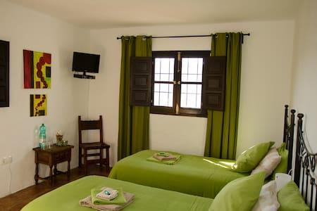 Casa Mojon Gästezimmer Comares - Comares - Bed & Breakfast