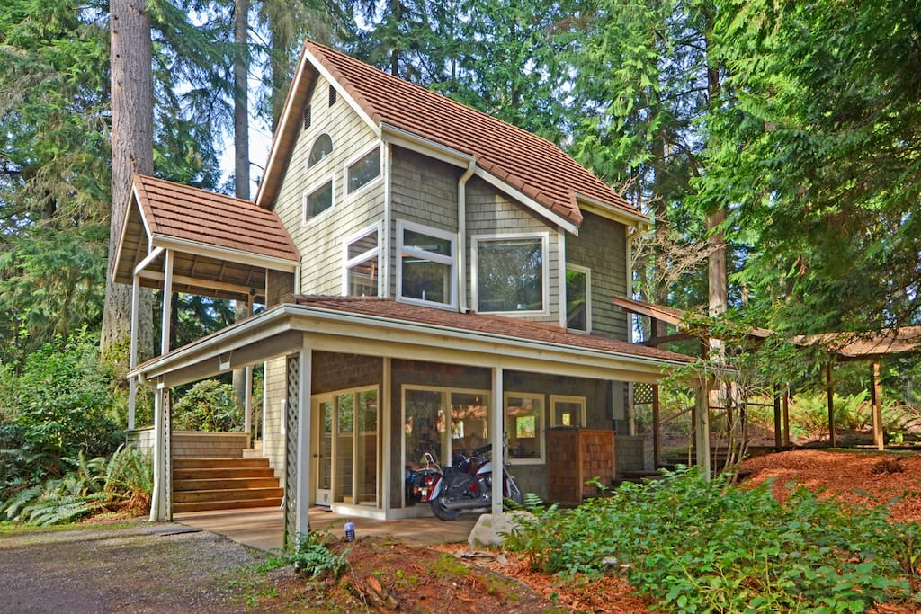 Built in 1983 by an architect who loved angles... like a tree-house for grownups.
