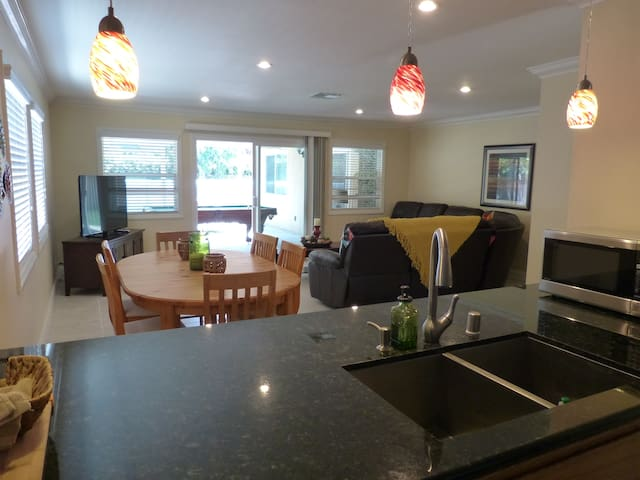 Exquisite Home--Easy Walk To Disneyland - Anaheim - House