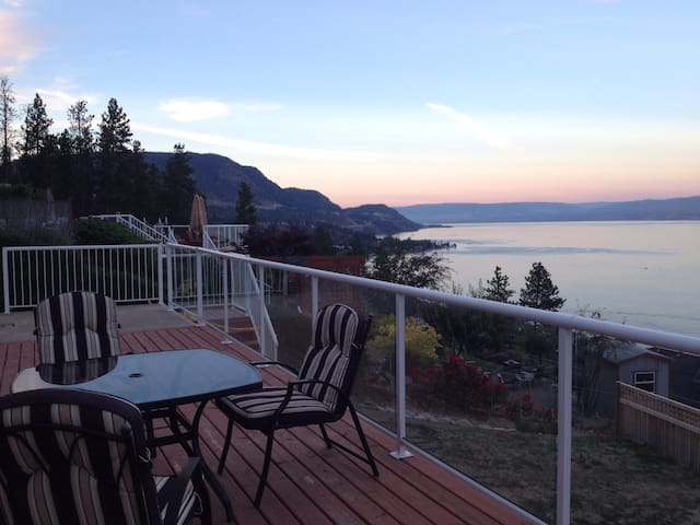 Very private suite with huge deck - Peachland - House