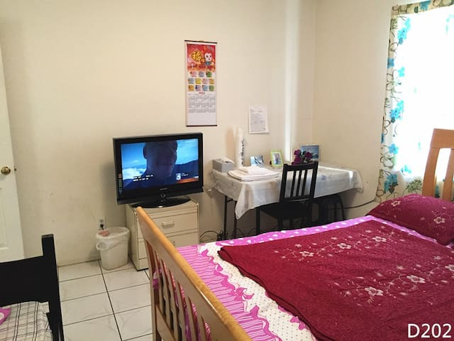 D202--Guest Room with a shared Bathroom,TV,parking