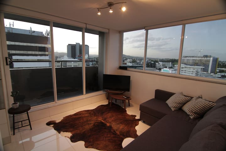 Cosy inner-city pad. Live sky high. - Spring Hill - Apartment