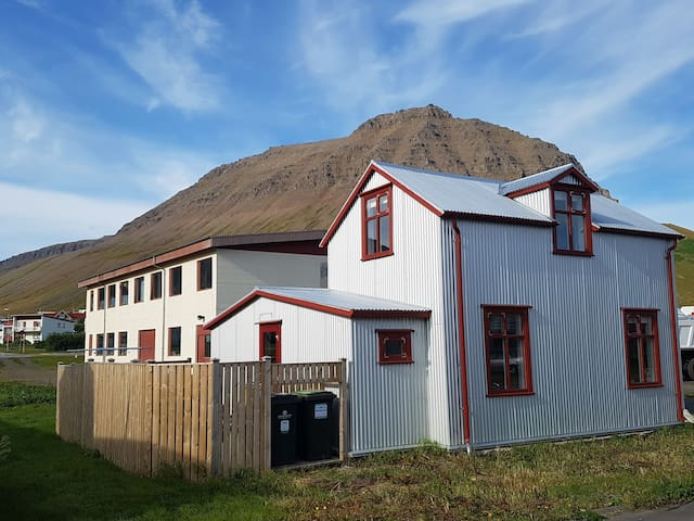Beautiful old house - Westfjords - Jónasínuhús