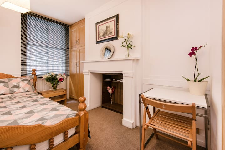 Central London Studio Apartment P/2