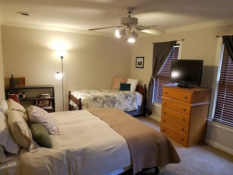 Private Bedroom/Bathroom by Union Univ. & I-40 (1)