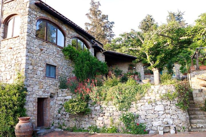 La casetta  1 Authentic stone house in Olive grove